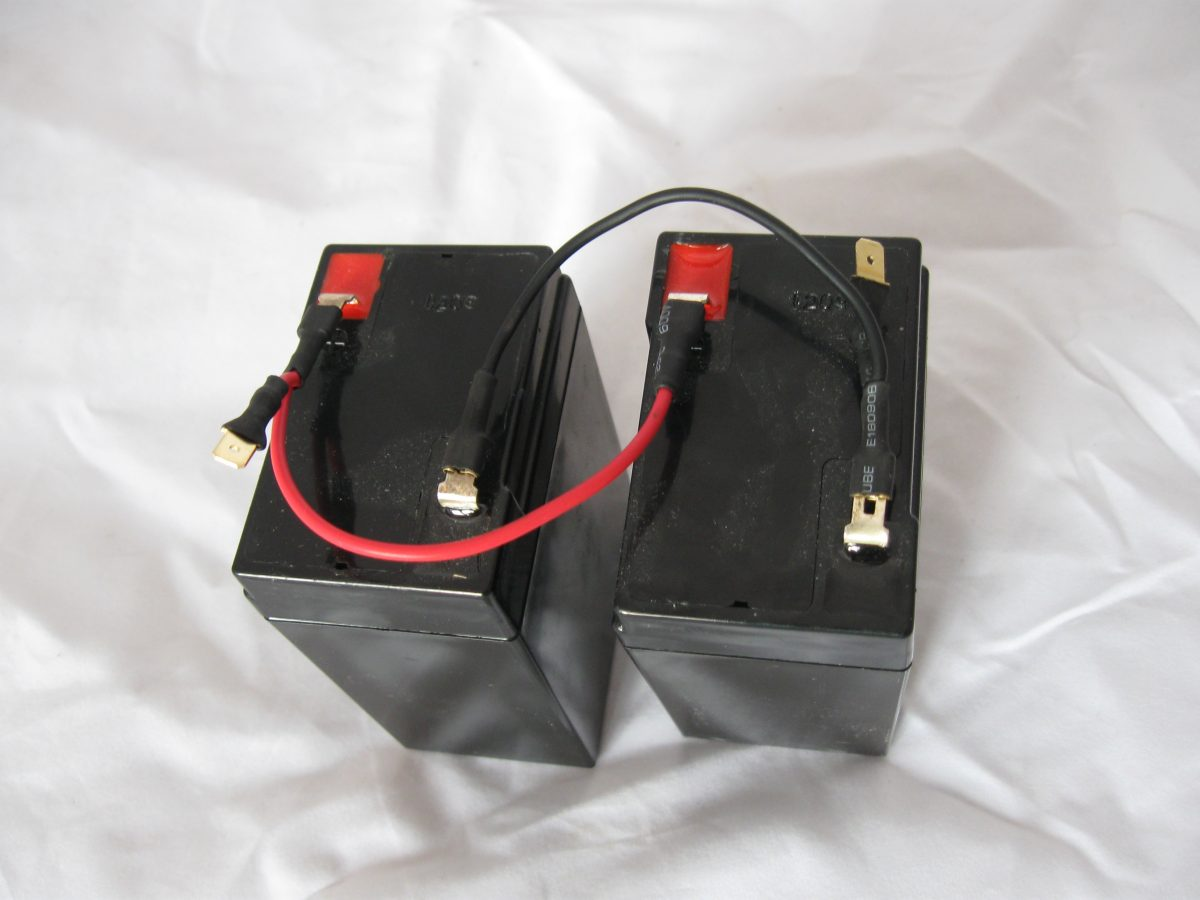 Jak podłączyć dwa akumulatory